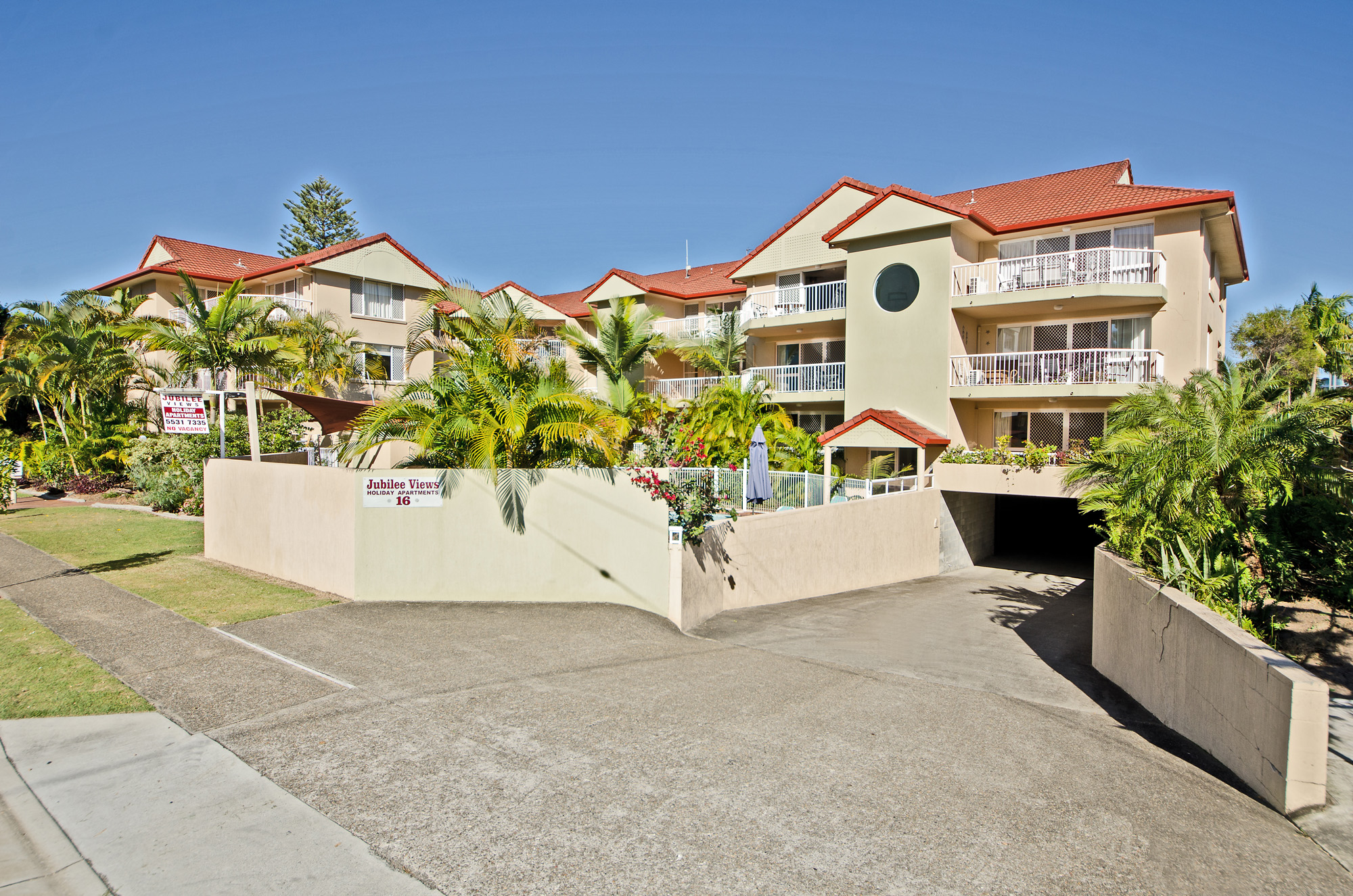 accommodation near Pacific Fair Shopping Centre